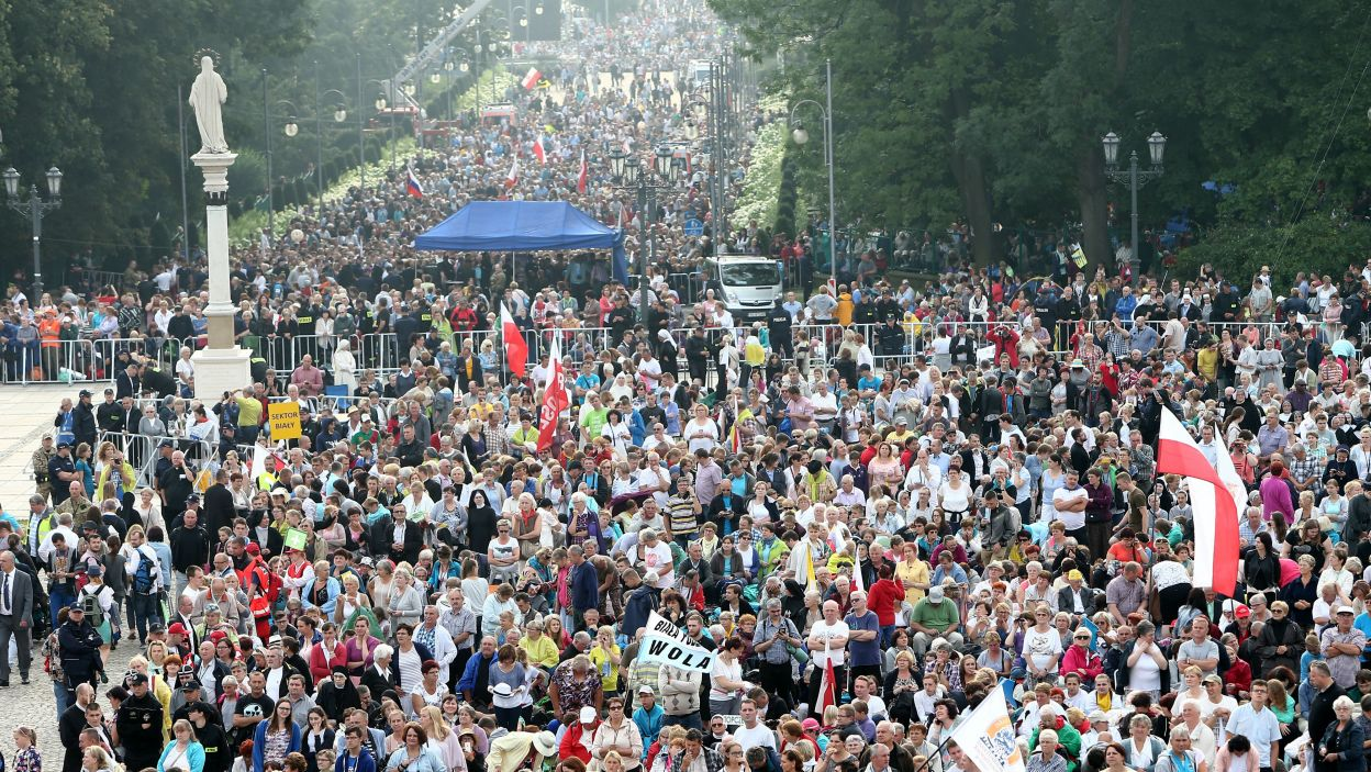 Wierni na Jasnej Górze w Częstochowie (fot. PAP)