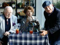 Pani Teresa bryluje w towarzystwie panów. Żądna uwagi kobieta nie lubi mieć konkurencji (fot. TVP)