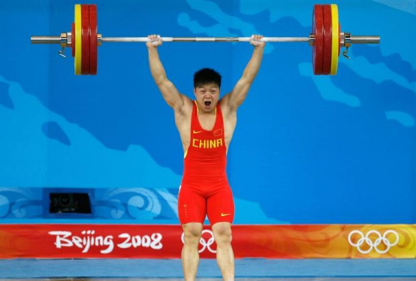 Long Qingquan – mistrz w kategorii 56 kg (fot. Getty Images)