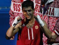 Rosjanin Misza Aloian awansował do półfinału w wadze muszej (fot. PAP/EPA)