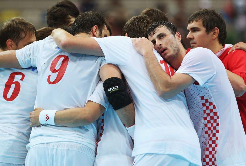 Chorwaci cieszą się po zwycięstwie 31:23 nad Serbią (fot. Getty Images)