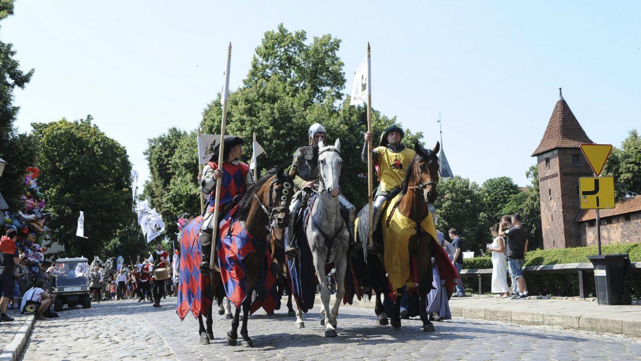Jedną z atrakcji była parada z udziałem aktorów (fot. Natasza Młudzik)