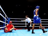 Chińczyk Zhilei Zhang nie miał szans w starciu z wielką nadzieją brytyjskiego boksu (fot. Getty Images)