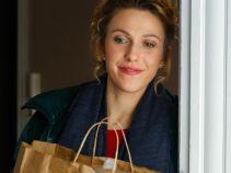 Krzysztof nie zamyka drzwi od mieszkania, więc Milena z pewną dozą rozczulenia… (fot. TVP)