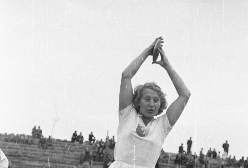 Jadwiga Wajsówna zdobyła srebrny medal w rzucie dyskiem w Berlinie w 1936 roku (fot. PAP)