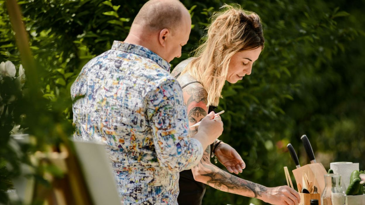 Jakub razem z Anną robili sushi. I choć kobieta przyznała, że nie lubi gotować, danie przypadło obojgu do gustu (fot. P. Matey/TVP)