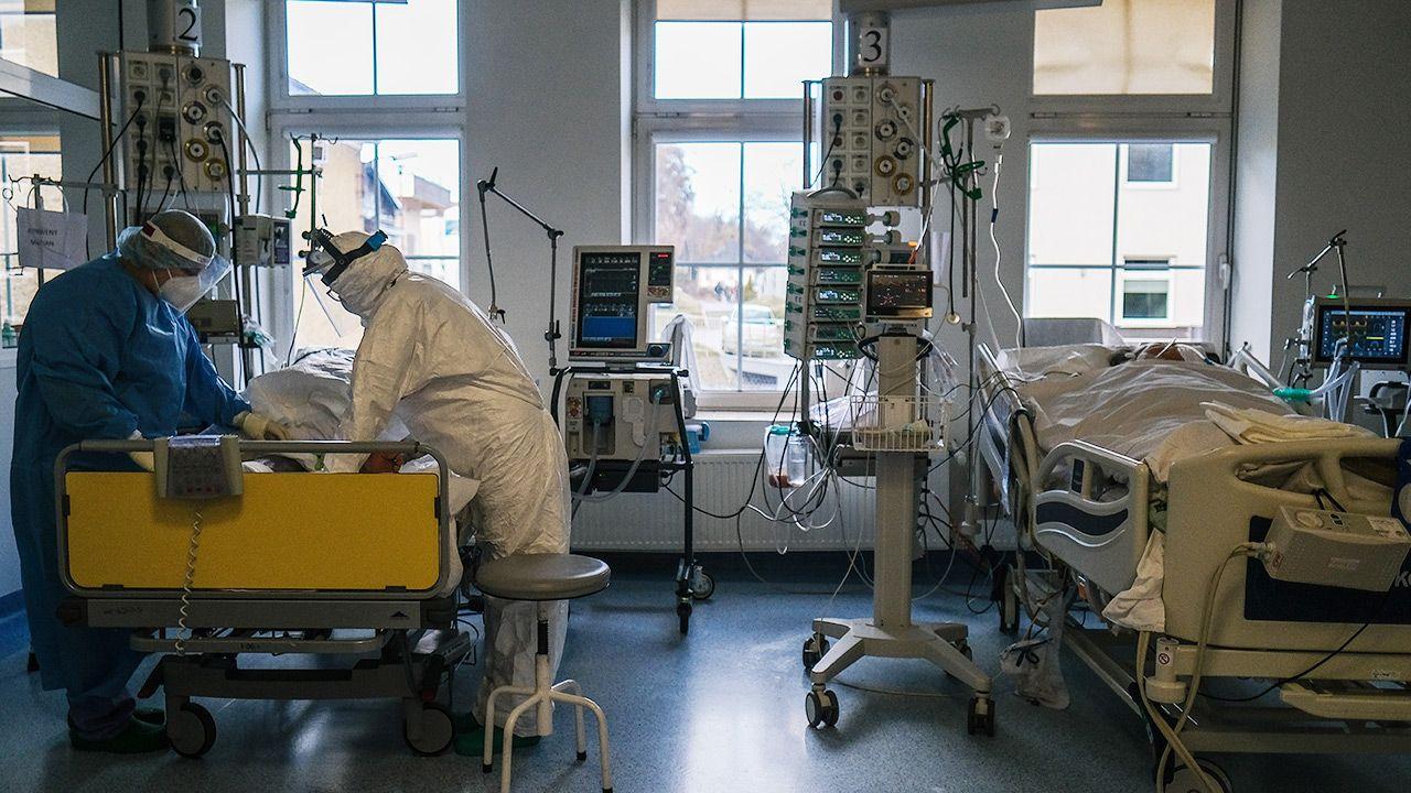 Z pandemią COVID-19 u nas w Polsce jest po trosze jak z pogodą (fot. Omar Marques/Anadolu Agency via Getty Images)