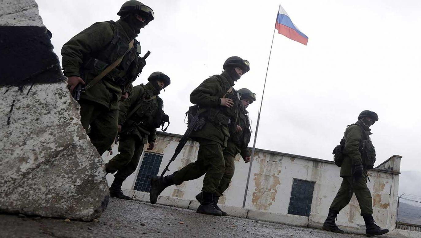 Prorosyjska milicja na Krymie (fot. arch. PAP/EPA/MAXIM SHIPENKOV)