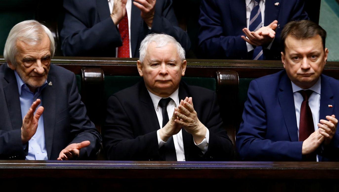W piątek szef klubu PiS Ryszard Terlecki powiedział, że po głosowaniu załamały się rozmowy w sprawie rekonstrukcji rządu, prowadzone w ramach Zjednoczonej Prawicy (fot. REUTERS/Kacper Pempel)