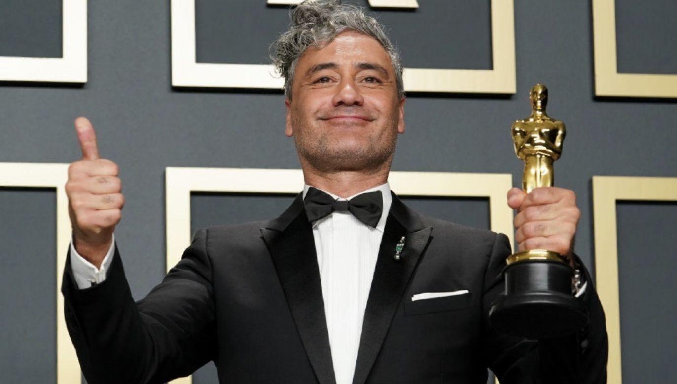 """Taika Waititi zdobywca Oscara za scenariusz do """"Jojo Rabbit"""" (fot. Rachel Luna/Getty Images)"""