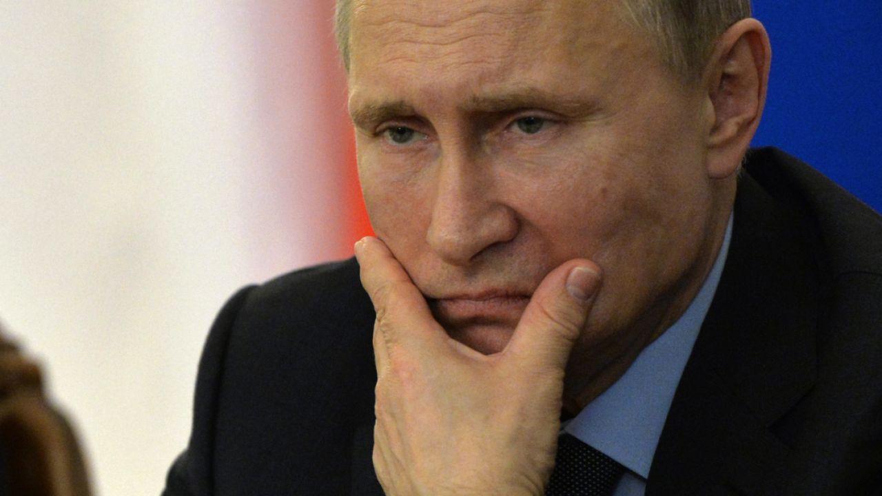 """""""The Times"""" ostro skrytykował """"gangsterską"""" Rosję Putina. (fot. PAP/EPA/YURI KADOBNOV/POOL)"""