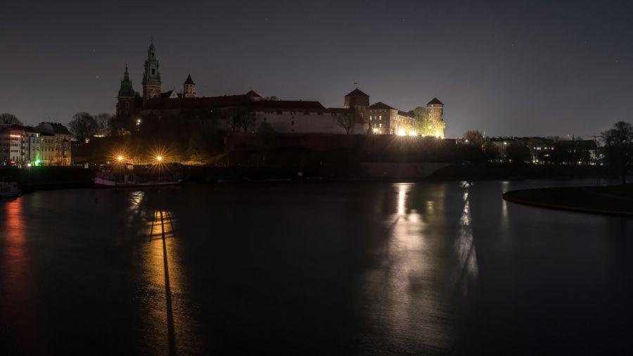 Operacja przywracania oświetlenia potrwa około tygodnia. Fot. arch. PAP/Łukasz Gągulski