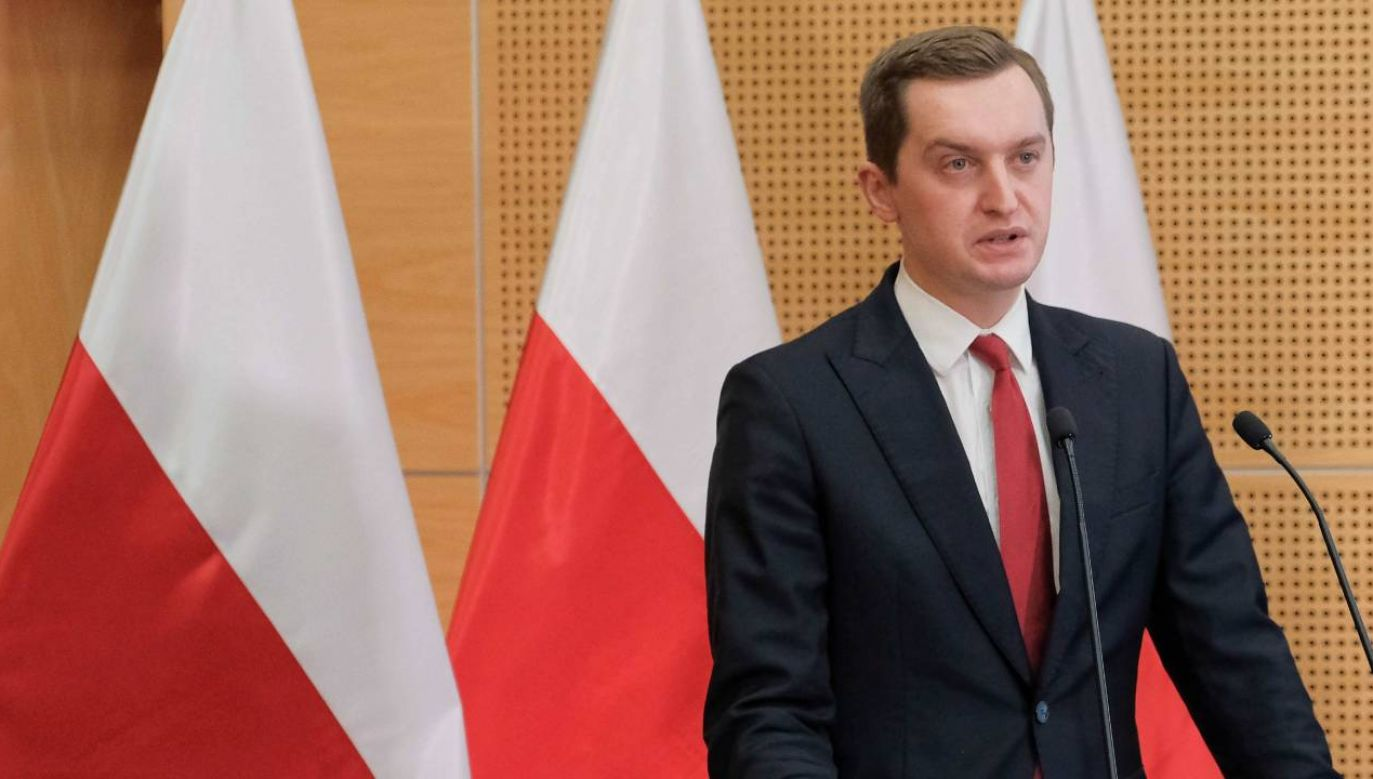 Wiceminister sprawiedliwości Sebastian Kaleta o podwójnych standardach UE (fot. PAP/Mateusz Marek)