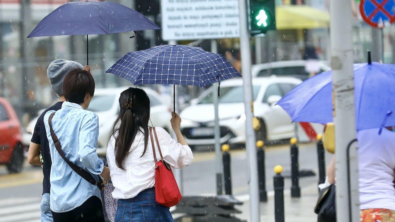 16 września w całym kraju należy spodziewać się przelotnego deszczu (fot. arch.PAP/Rafał Guz, zdjęcie ilustracyjne)