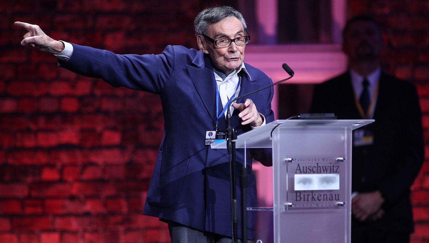 Marian Turski powiedział podczas uroczystości w Muzeum Auschwitz, że masowa zagłada Żydów w obozach dokonała się małymi krokami (fot. PAP/Łukasz Gągulski)
