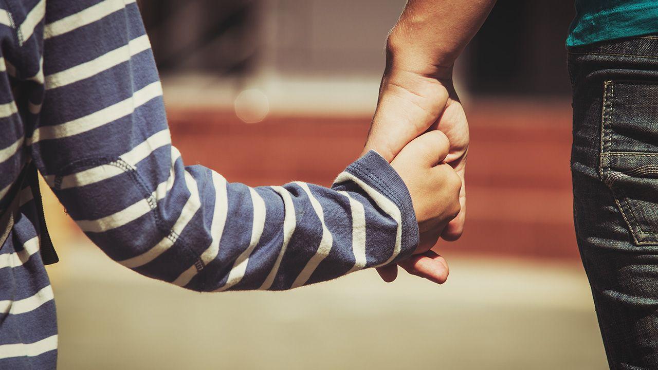W tym tygodniu Sąd Rejonowy w Białej Podlaskiej orzekł, że piątka dzieci Czeczenki pozostanie pod opieką rodziców (fot. Shutterstock/ NadyaEugene)