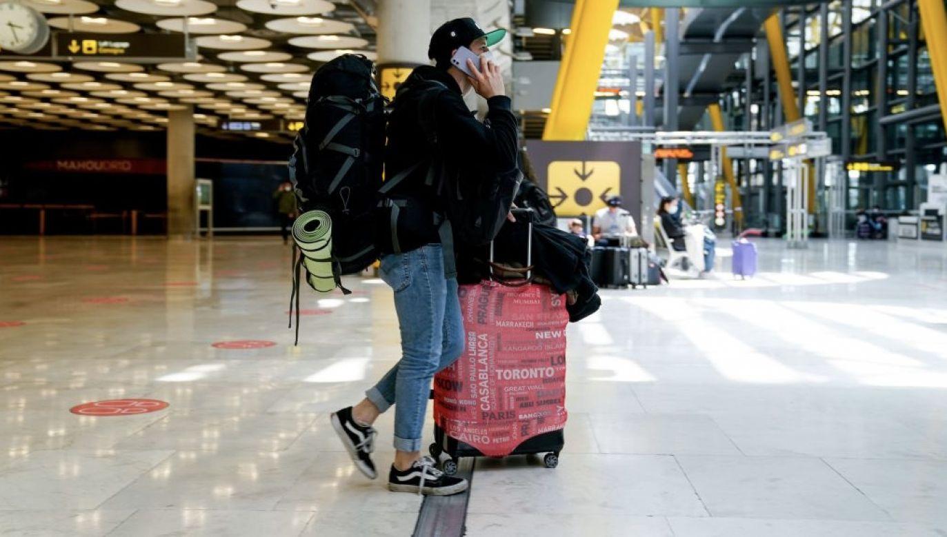 Grupa C5 chce porozumienia o podróżach osób zaszczepionych na COVID-19 (fot. A. Perez Meca/Europa Press/Getty Images)