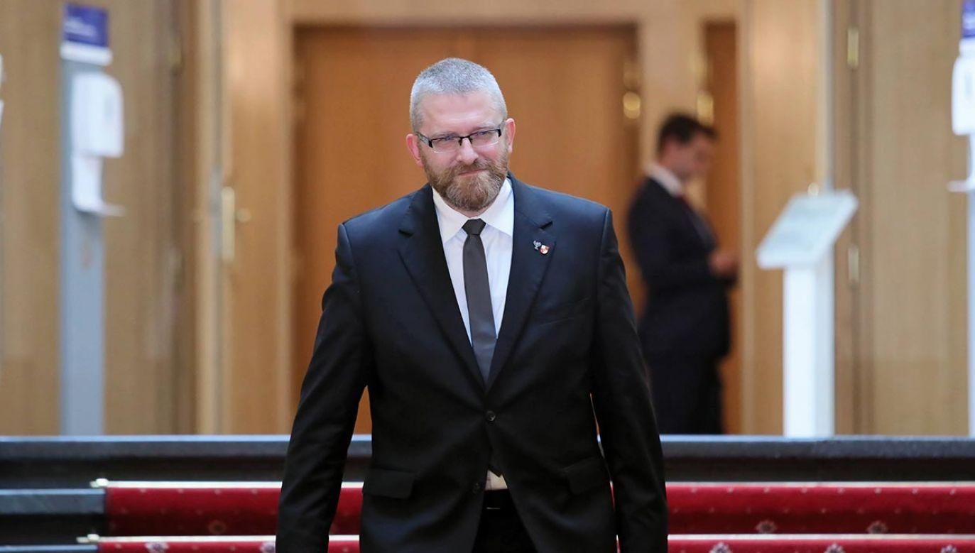 Poseł Grzegorz Braun zgłosił swoją kandydaturę na prezydenta Rzeszowa (fot.  PAP/Leszek Szymański)