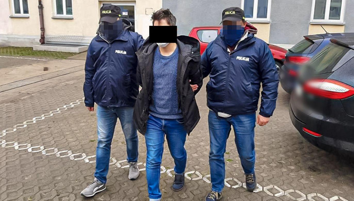 Pomysł na łatwy i szybki zarobek skończył się dla młodych biznesmenów pobytem w areszcie (fot. CBŚP)