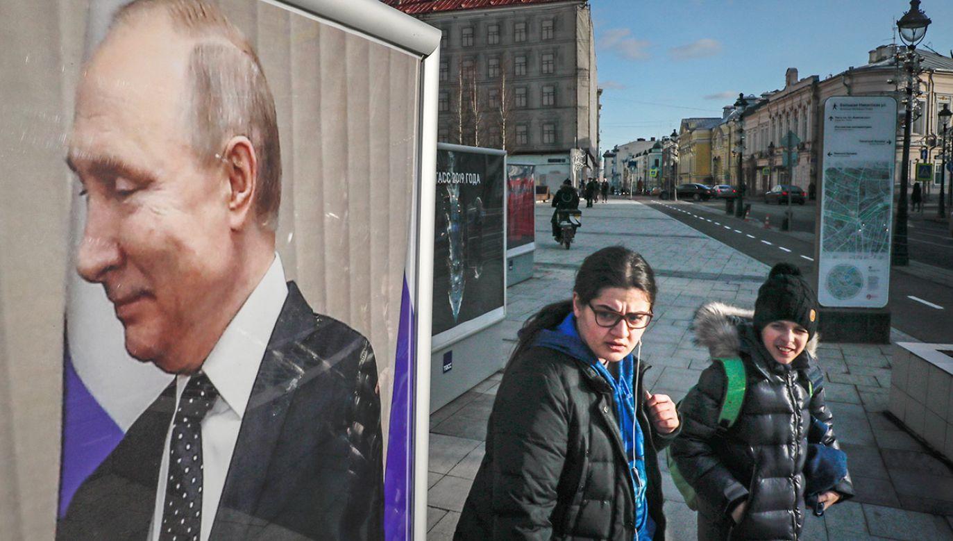 Wśród osób objętych sankcjami jest kilka osób z bliskiego otoczenia prezydenta Rosji Władimira Putina (fot. PAP/EPA/YURI KOCHETKOV)