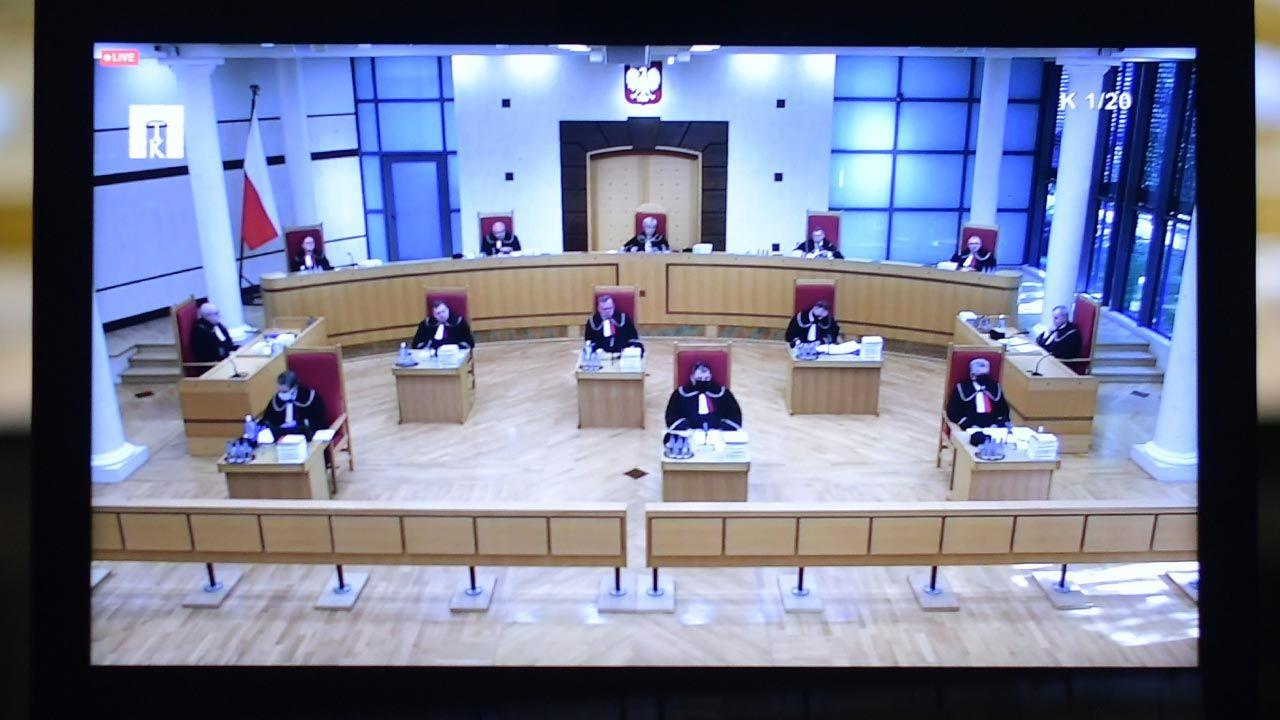 """Trybunał wywiódł z konstytucyjnej zasady ochrony godności osoby ludzkiej, że """"godność człowieka nie jest prawem, lecz jest źródłem i fundamentem, z którego prawa dopiero są wywodzone"""" (fot. PAP/Marcin Obara)"""