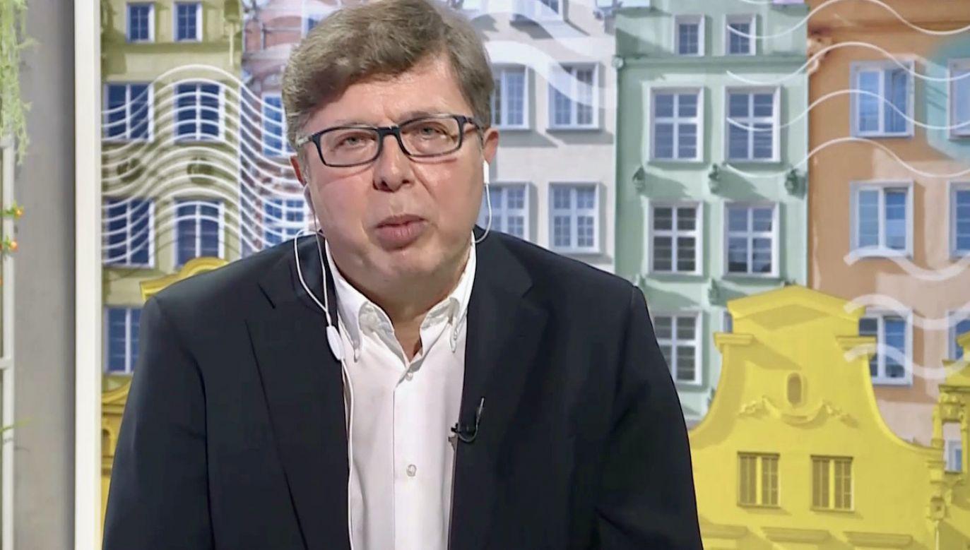 """Tadeusz Aziewicz wyznał, że """"nie wie, co jest grane"""" (fot. TVP Info)"""