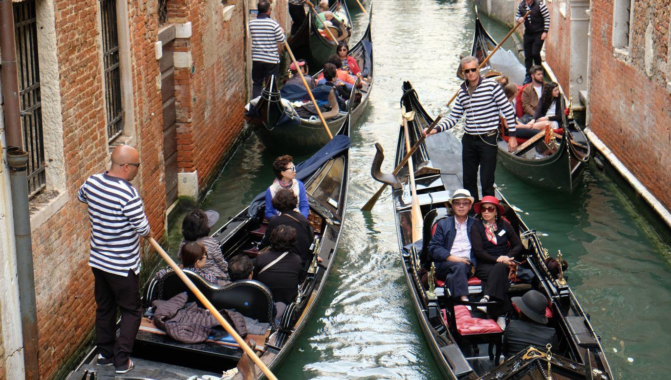 W Wenecji turyści są wszędzie. Zatłoczone są nawet kanały. Fot. Kaveh Kazemi/Getty Images