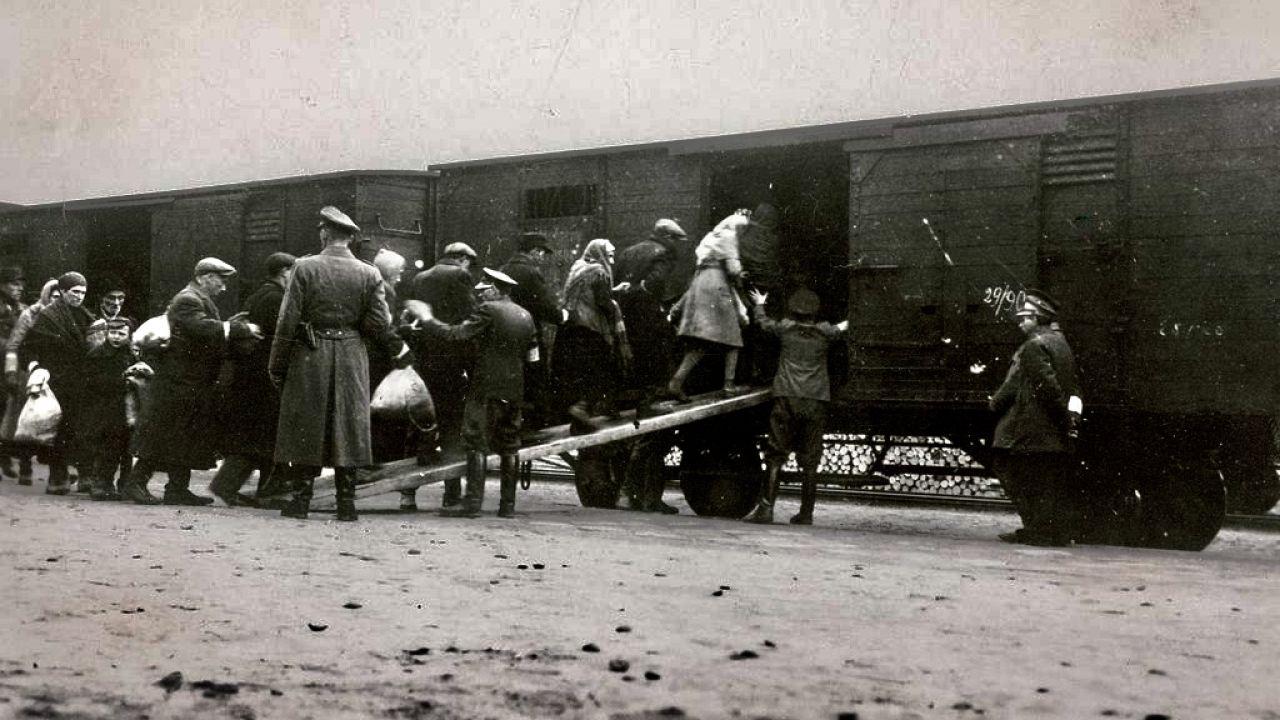 Holenderskie koleje przewiozły podczas II wojny światowej ponad 100 tys. Żydów i Romów do Westerbork, Vught oraz Amersfoort (fot. Hulton Archive/Getty Images, zdjęcie ilustracyjne)
