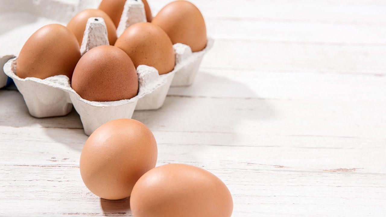 Na rynku brakuje jaj, a ich ceny idą w górę (fot. Shutterstock/LightField Studios)