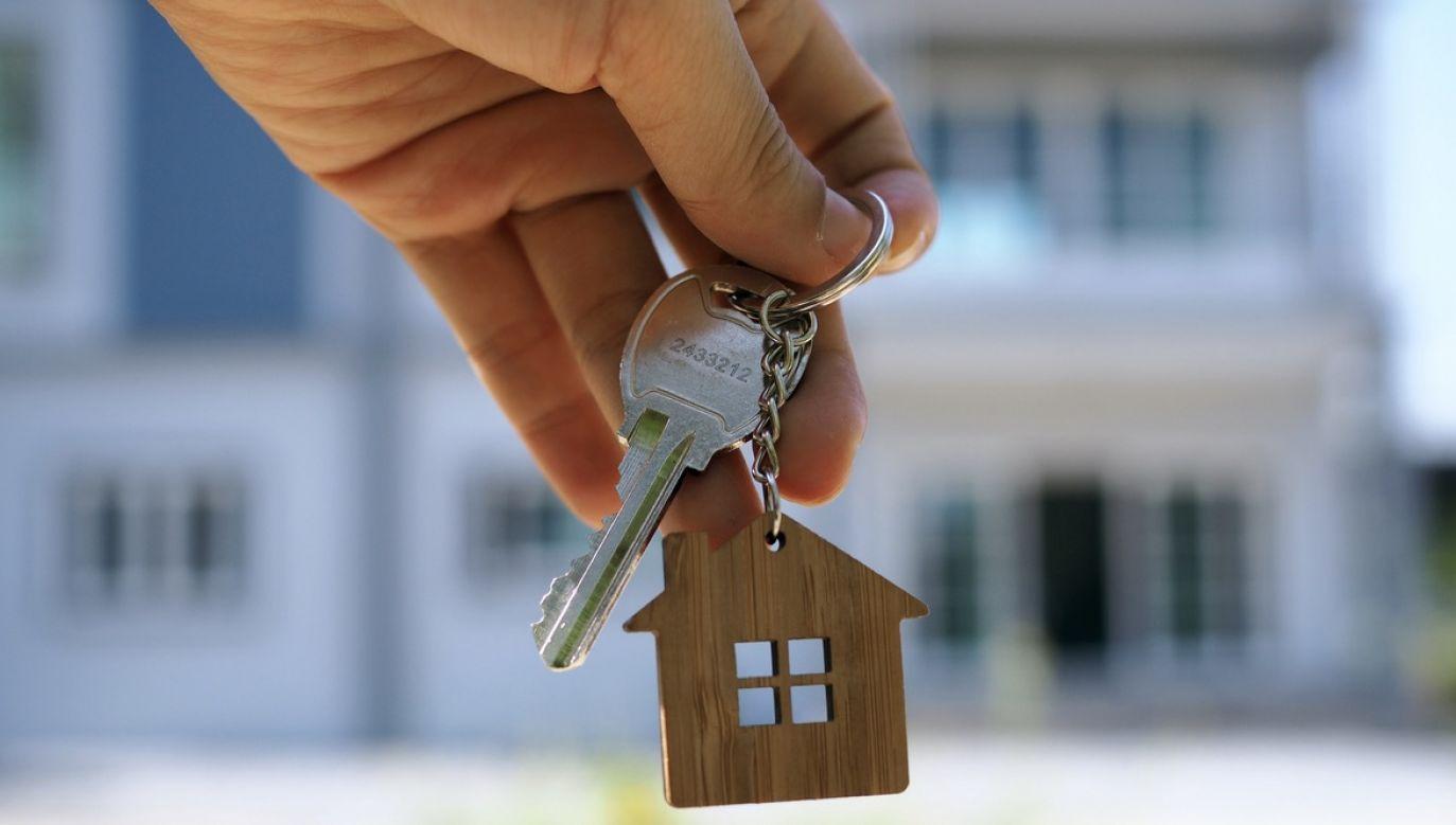 Wybuch pandemii spowodował zaostrzenie wymogów, jakie banki stawiają klientom ubiegającym się o kredyt mieszkaniowy (fot. Shutterstock/shisu_ka)