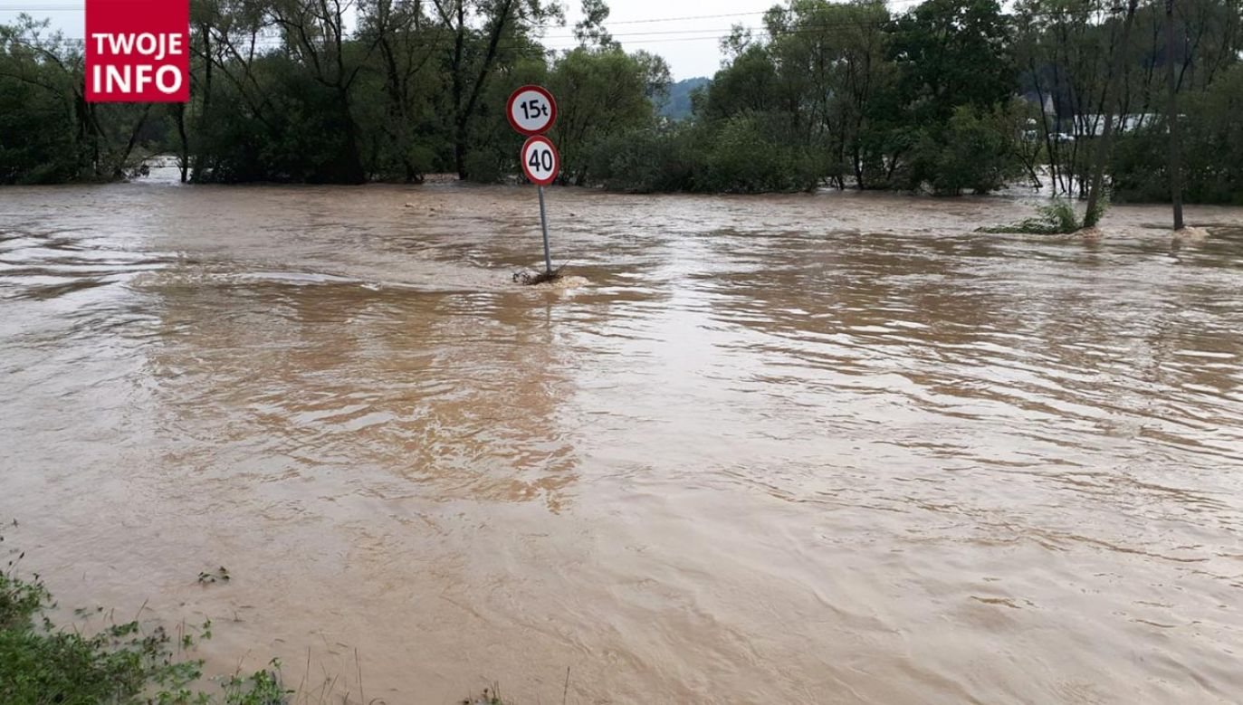 Zakopianka i okoliczne tereny zostały zalane (fot. Twoje Info)