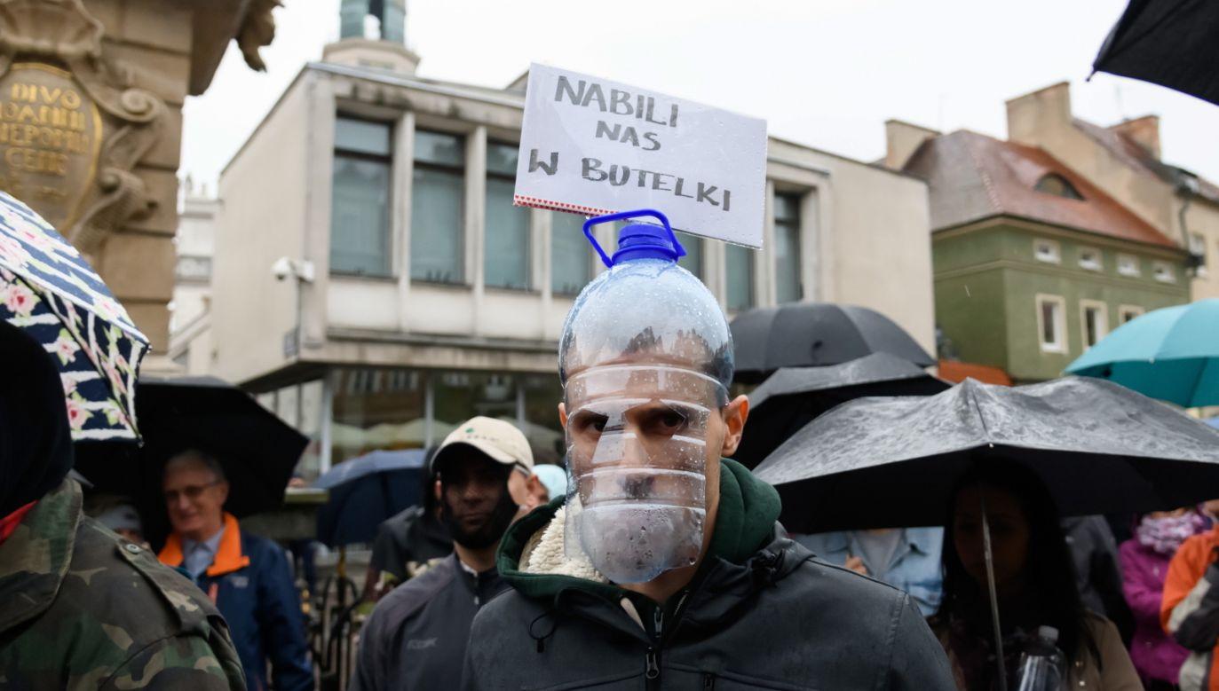 Koronawirus w Polsce. Protest antymaseczkowców w Poznaniu (fot. PAP/Jakub Kaczmarczyk)
