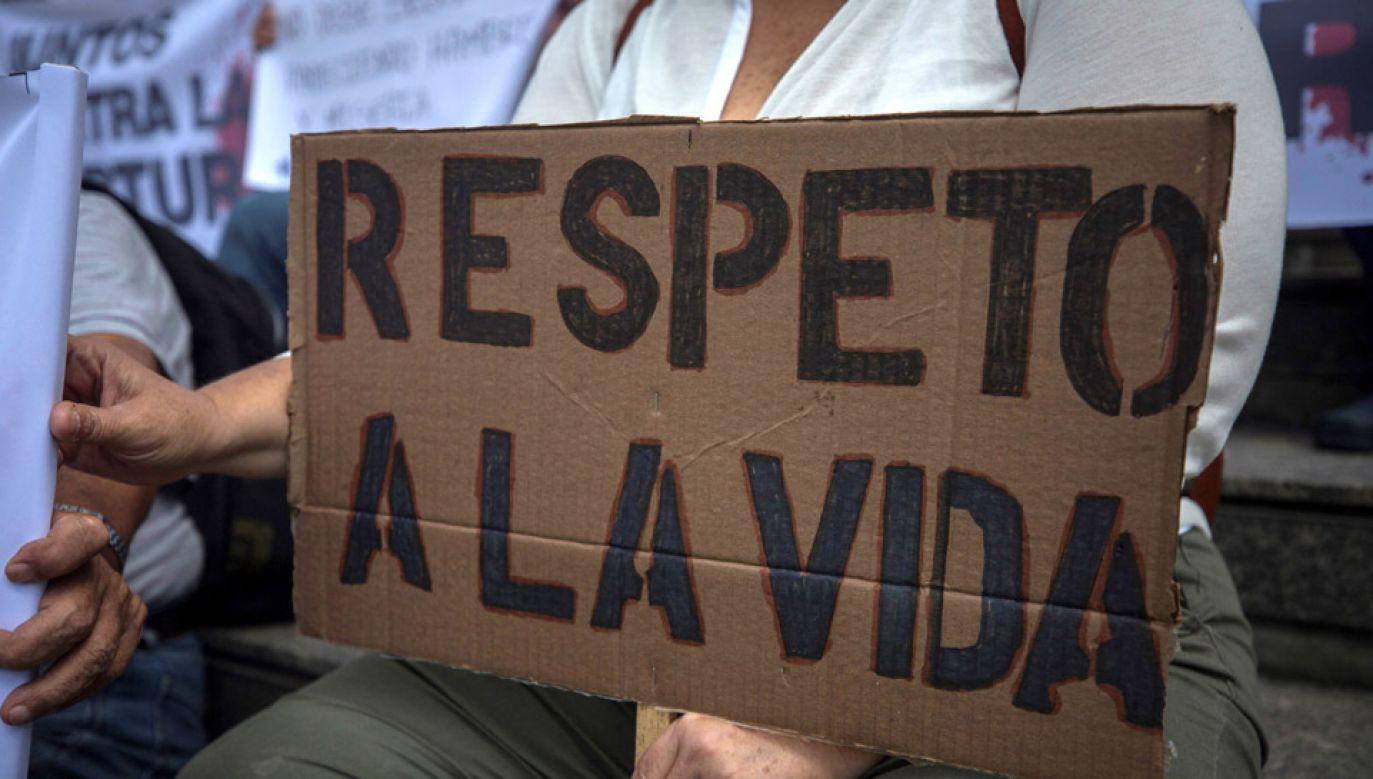 """PE ocenił, że Maduro i jego służby stosują przemoc """"w celu powstrzymania procesu przemiany demokratycznej (fot. PAP/EPA/Miguel Gutierrez)"""