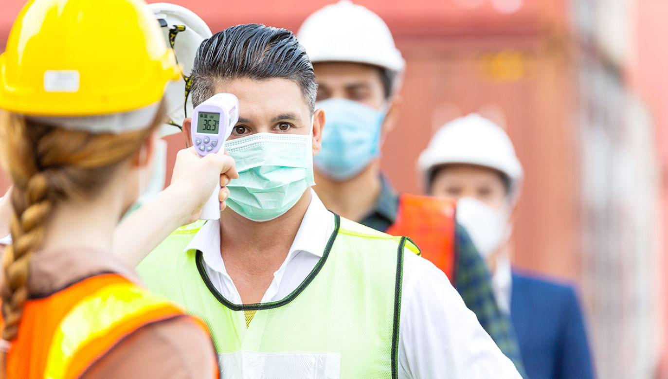 Wyraźna poprawa nastrojów nastąpiła w grupie robotników niewykwalifikowanych (fot.Shutterstock/winnievinzence)
