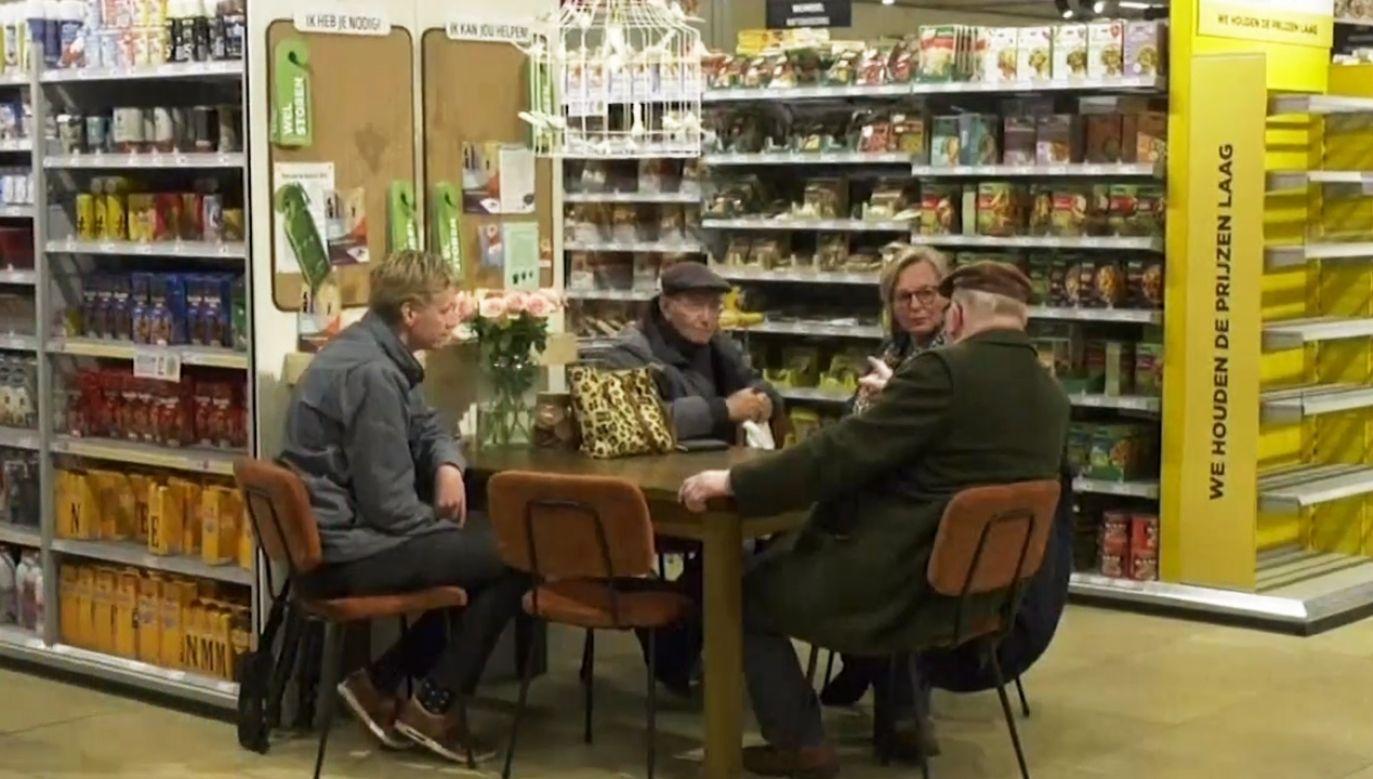 Wszystko z myślą o samotnych i starszych klientach (fot. TVP Info)