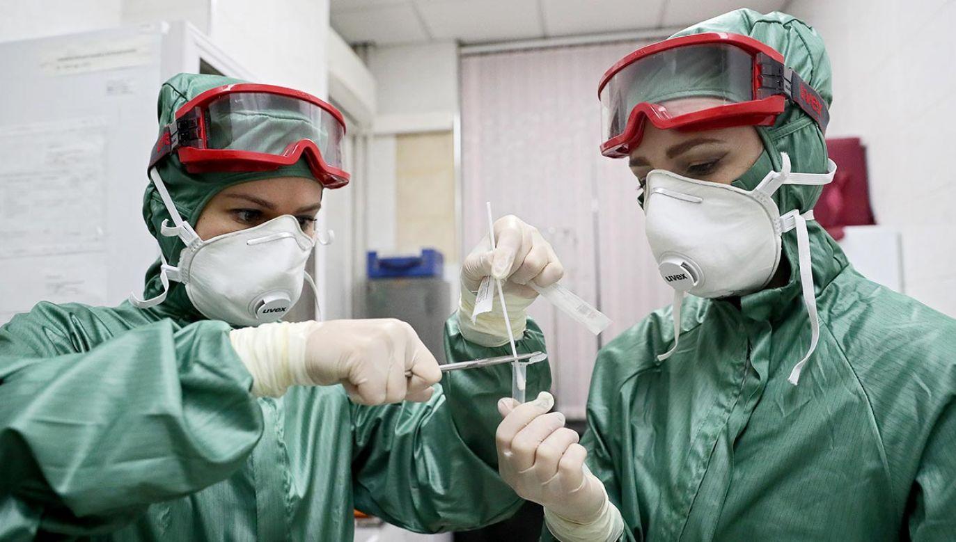 Koronawirus może roznosić się mimo środków ostrożności (fot. Sergei Savostyanov\TASS via Getty Images)