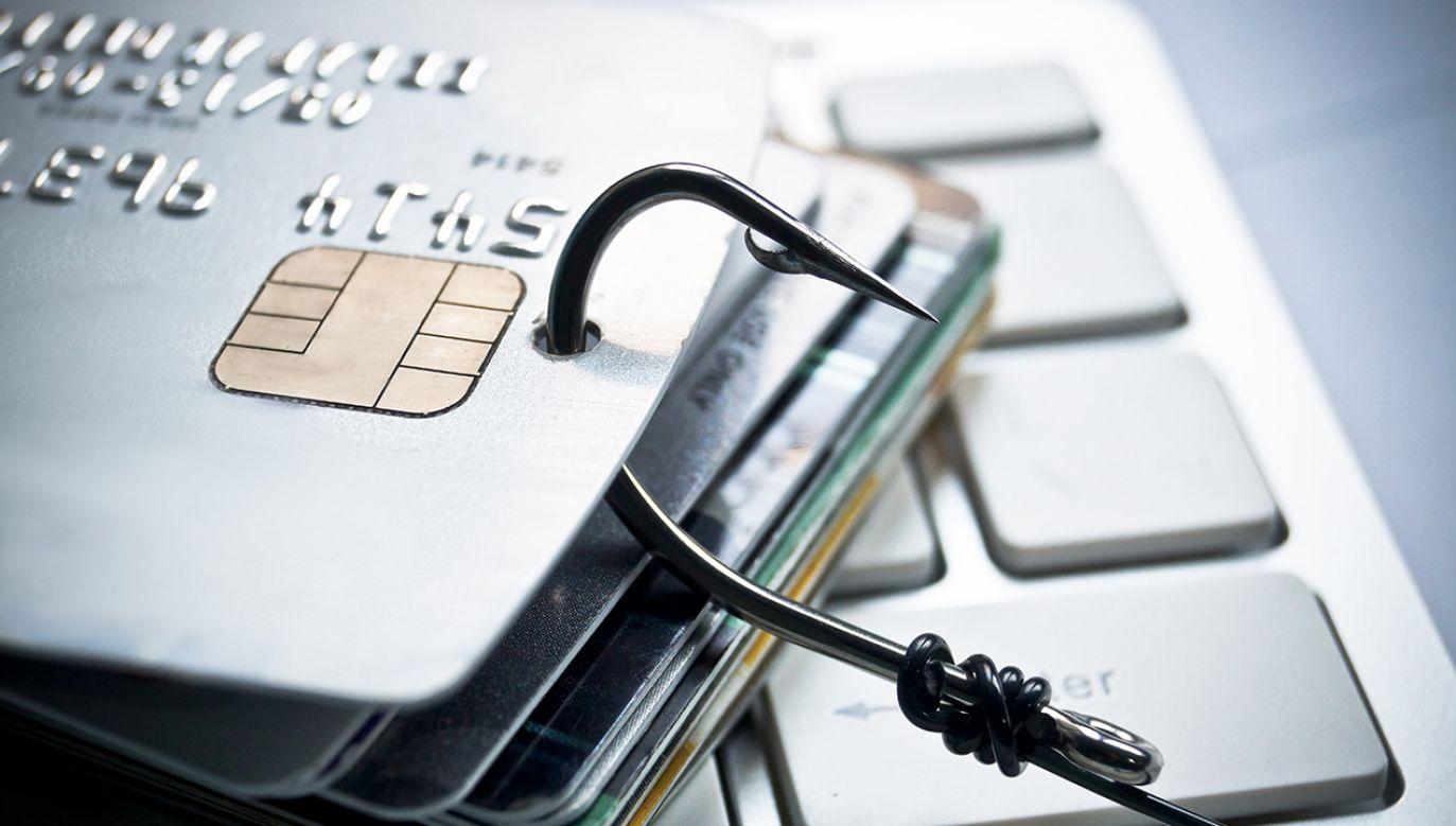 Konieczne jest stałe monitorowanie, czy ktoś nie wykorzystuje akurat naszego PESEL-u, żeby złożyć wniosek o kredyt lub pożyczkę (fot. Shutterstock/ wk1003mike)