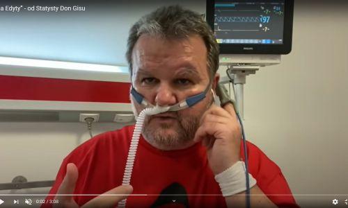"""Z kolei lekarz i były szef GIS Marek Posobkiewicz, który po zakażeniu koronawirusem zamiast opiekować się pacjentami, sam potrzebował pomocy na oddziale covidowym, nagrał w szpitalu cover najsłynniejszej piosenki Edyty Górniak. """"Ja nie jestem statystą/ powiem rzecz oczywistą/ dosyć mam głupich tez, głupich tez/ których wokół tak dużo jest"""" – śpiewał na nagraniu ze szpitala Posobkiewicz. Fot. printscreen YT https://youtu.be/Jc0uM6mI18w"""