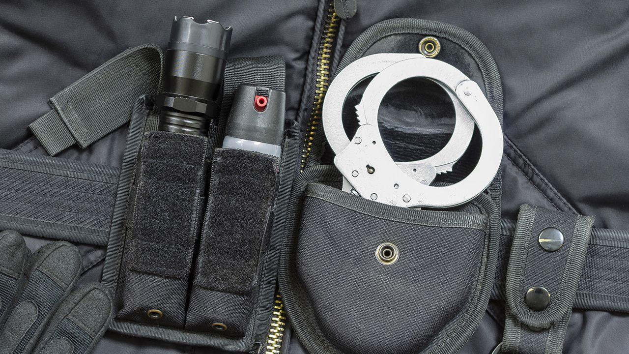 Po użyciu gazu napastnicy szukali pomocy medycznej (fot. Shutterstock/Yevhen Prozhyrko)