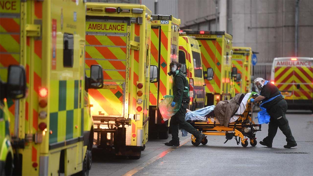 Wielka Brytania zmaga się z pandemią (fot. PAP/EPA/NEIL HALL)