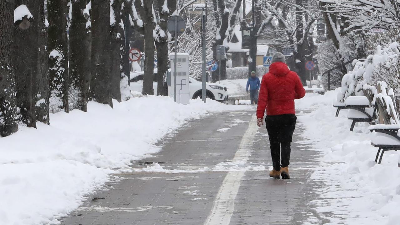 Zima jeszcze nie powiedziała ostatniego słowa (fot. PAP/Grzegorz Momot)
