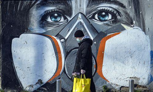 Mural w Mediolanie, 16 marca 2020. Fot. PAP/EPA, Andrea Fasani