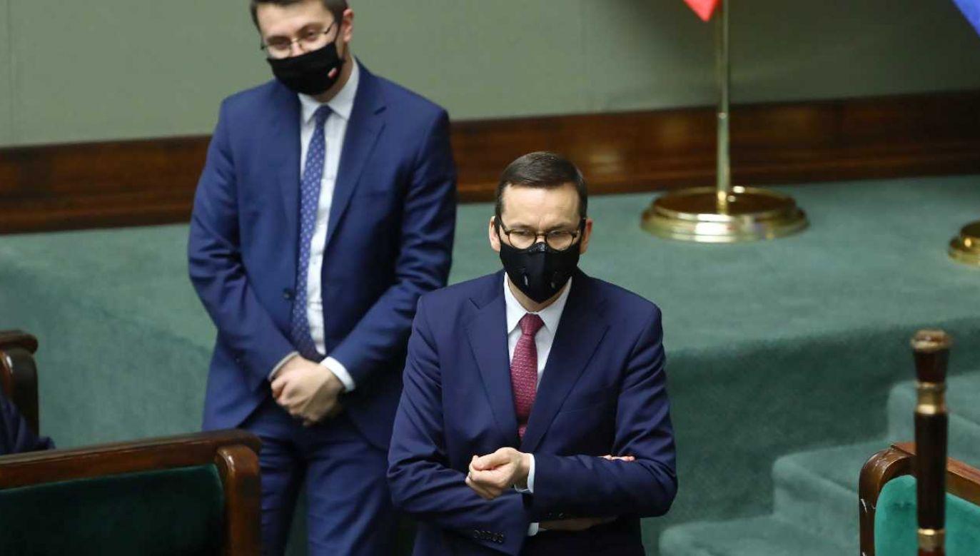 Premier Mateusz Morawiecki udaje się na Węgry (fot. PAP/Rafał Guz)