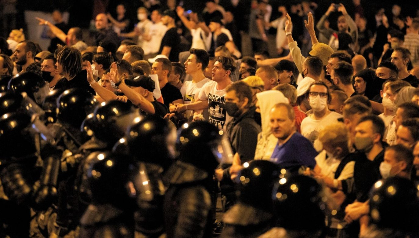 Protesty na Białorusi trwają od niedzieli, kiedy to ogłoszone zostały pierwsze wyniki exit poll wyborów prezydenckich (fot. PAP/Anna Ivanova)