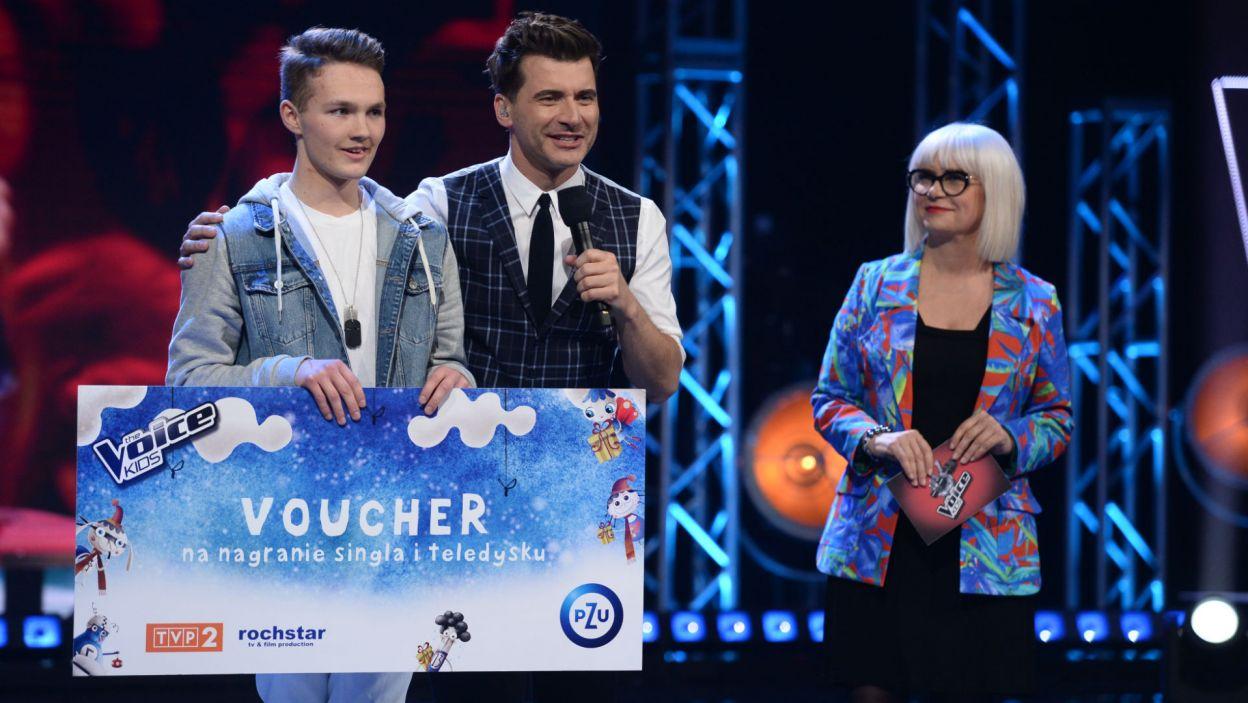 """Ulubieniec publiczności """"The Voice Kids"""" – Adam Kubera! Nagrodą jest nagranie własnego singla i teledysku (fot. J. Bogacz/TVP)"""