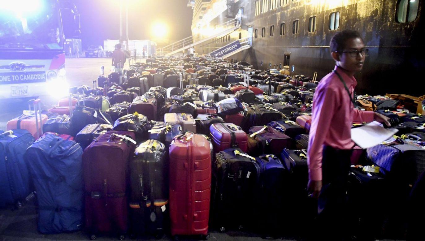 Obcokrajowcy, którzy przyjadą do Kambodży, będą musieli wpłacić depozyt w wysokości 3 tys. dolarów (fot. Kyodo News via Getty Images)