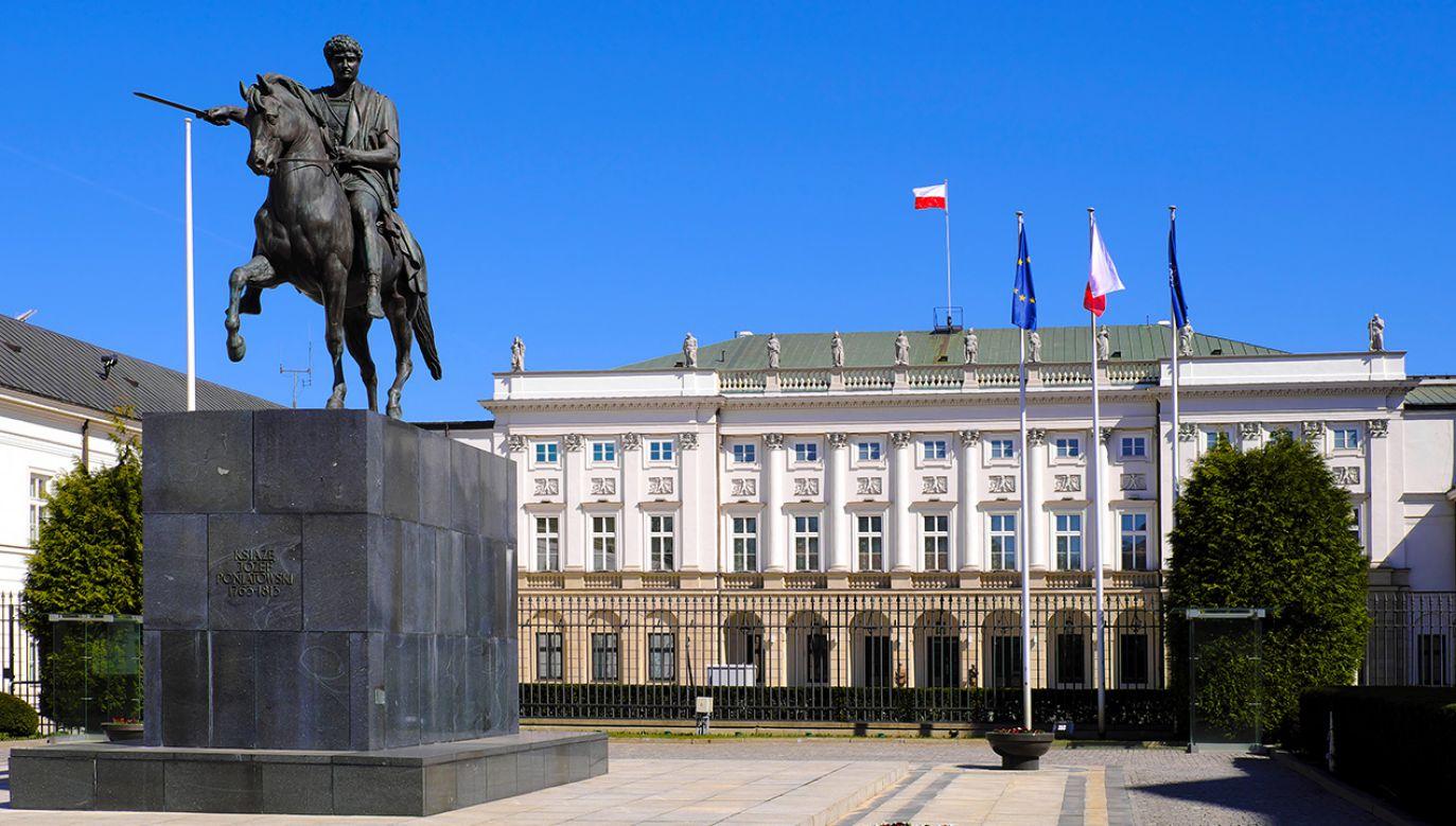 To pierwszy sondaż prezydencki uwzględniający Szymona Hołownię (fot. Shutterstock/ArtMediaFactory)