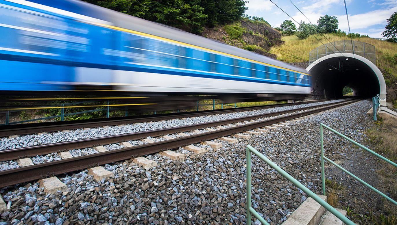 Komponent kolejowy CPK poprawi jakość podróży w relacjach lokalnych, międzyregionalnych i międzynarodowych (fot. Shutterstock/ l i g h t p o e t)