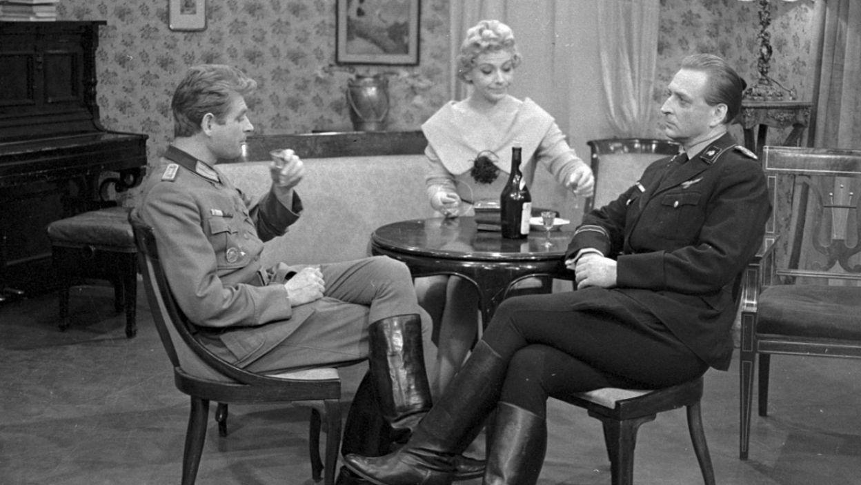 Ogromna popularność spektakli zdecydowała o nakręceniu znanego wszystkim serialu telewizyjnego (fot. Zygmunt Januszewski/TVP)