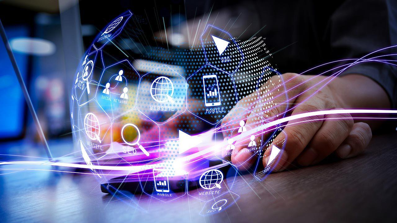 Rozwój e-administracji przyspieszyła pandemia COVID-19 (fot. Shutterstock/everything possible)